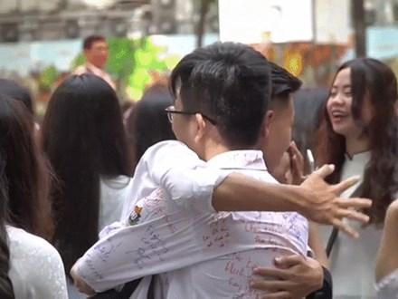 Clip chia tay cuối cấp công phu và đầy ý nghĩa của trường THPT Việt Đức
