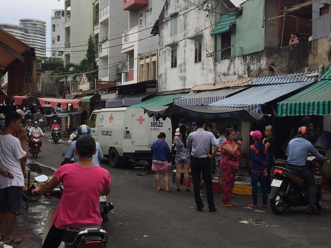 Thấy mùi hôi thối bốc ra từ căn nhà ở Sài Gòn, người dân phá cửa thì phát hiện cụ bà tử vong trong tư thế ngồi-1