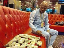Mayweather tiết lộ sở thích khoe tiền và cuộc sống sang chảnh