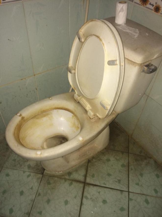 Cô gái đăng ảnh nhà vệ sinh bạn cùng phòng siêu ở bẩn, dân tình rào rào hỏi thăm: Phải chăng vua bãi rác đã xuất hiện?-4