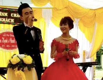 Chú rể Quảng Bình hát Cô gái M53 tặng vợ trong ngày cưới-1