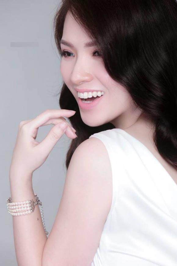 Đan Lê xinh đẹp ngọt ngào nhưng khác lạ nhờ đeo lens-5