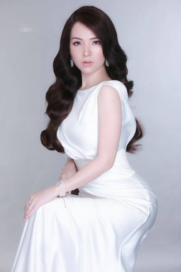 Đan Lê xinh đẹp ngọt ngào nhưng khác lạ nhờ đeo lens-6