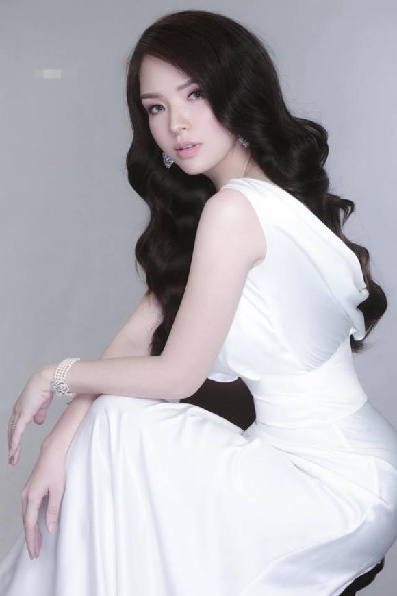 Đan Lê xinh đẹp ngọt ngào nhưng khác lạ nhờ đeo lens-8