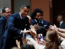 CĐV Real Madrid hô vang