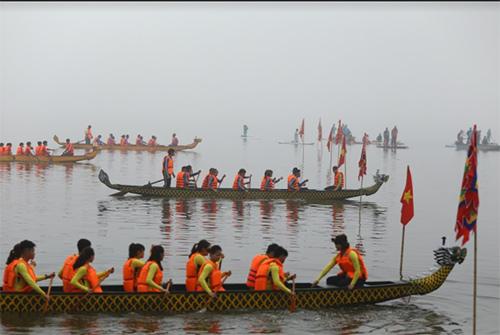 Hàng nghìn người xem lễ hội bơi chải thuyền rồng Hồ Tây-6
