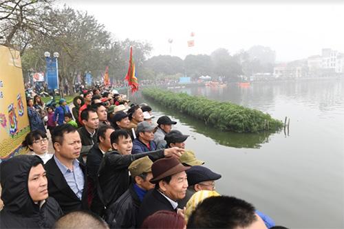 Hàng nghìn người xem lễ hội bơi chải thuyền rồng Hồ Tây-9