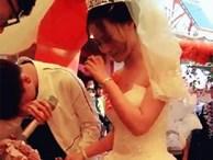 Thanh niên đẹp trai khóc như mưa trong ngày chị gái đi lấy chồng khiến người ta không khỏi xót xa