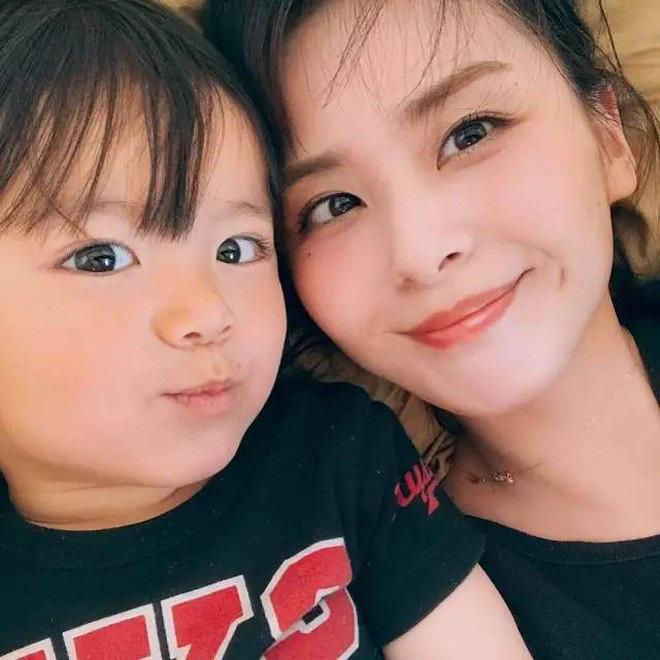 Mẹ của các em bé nổi tiếng MXH Hàn - Nhật: Người xinh như hot girl, người quyết tâm giấu mặt-19