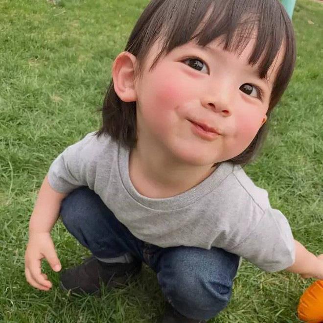 Mẹ của các em bé nổi tiếng MXH Hàn - Nhật: Người xinh như hot girl, người quyết tâm giấu mặt-18