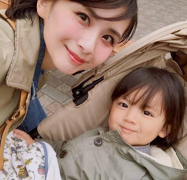 Mẹ của các em bé nổi tiếng MXH Hàn - Nhật: Người xinh như hot girl, người quyết tâm giấu mặt-20