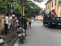 Xe tải chạy lùi tông trúng xe máy khiến 3 người bị thương, thai phụ 8 tháng tử vong sau khi sinh con tại hiện trường