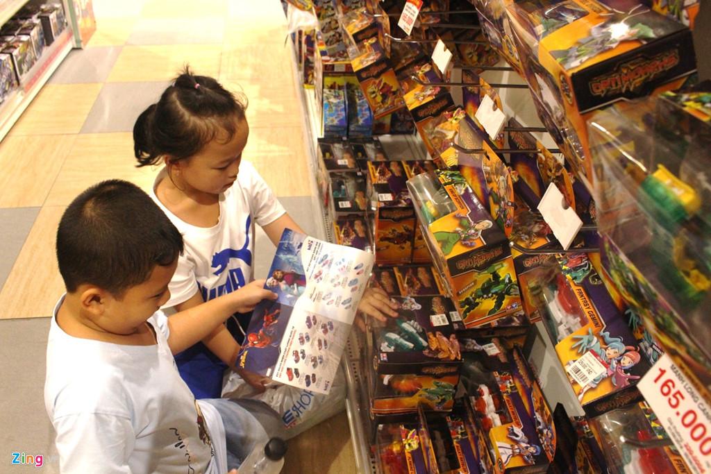 Phụ huynh săn lùng đồ chơi bạc triệu cho trẻ ngày Quốc tế Thiếu nhi-2