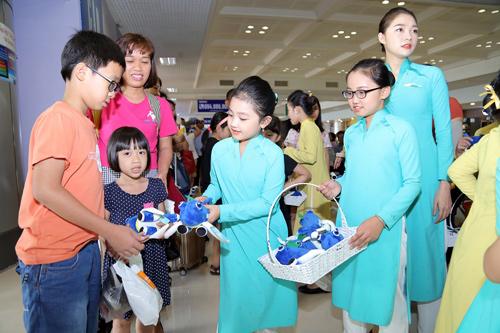1/6: Món quà nhân ái tặng khách nhí bay Vietnam Airlines-2