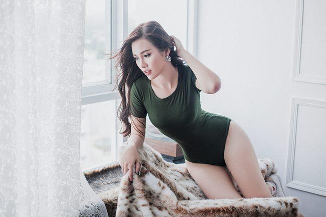 Hai chân dài vượt mặt Angela Phương Trinh khi có vòng ba hơn 1 mét-12