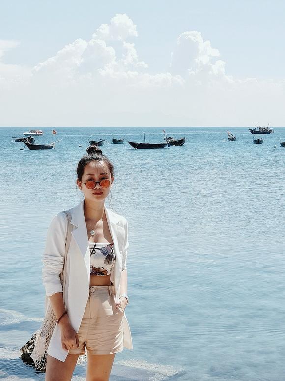 MC VTV Quỳnh Chi khoe vòng eo thon gọn khi diện bikini-11
