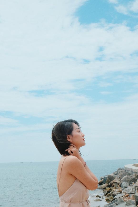 MC VTV Quỳnh Chi khoe vòng eo thon gọn khi diện bikini-12