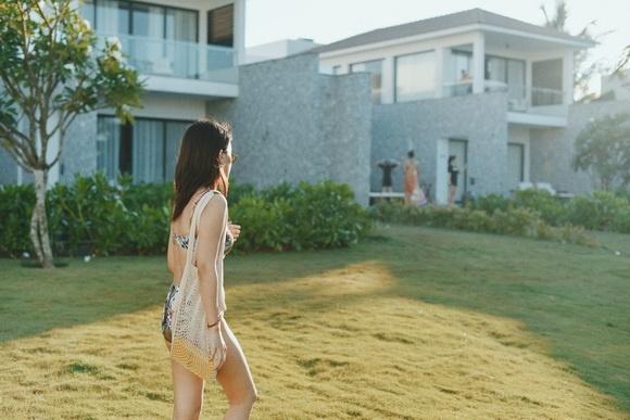 MC VTV Quỳnh Chi khoe vòng eo thon gọn khi diện bikini-4