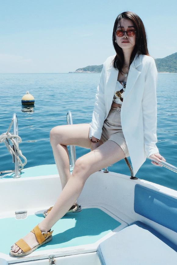 MC VTV Quỳnh Chi khoe vòng eo thon gọn khi diện bikini-10