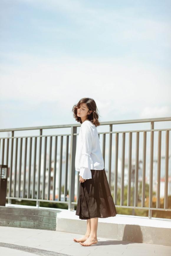 Hoàng Yến Chibi đi chân trần, hóa vũ công đẹp mơ màng giữa nắng hè-1