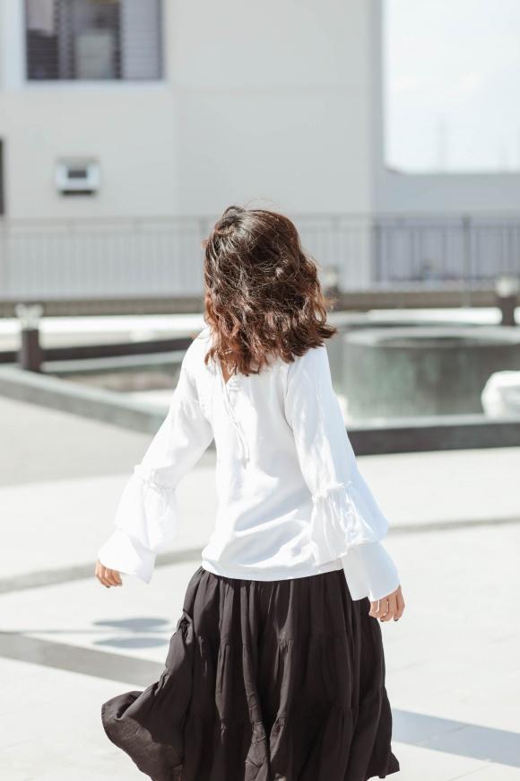 Hoàng Yến Chibi đi chân trần, hóa vũ công đẹp mơ màng giữa nắng hè-5
