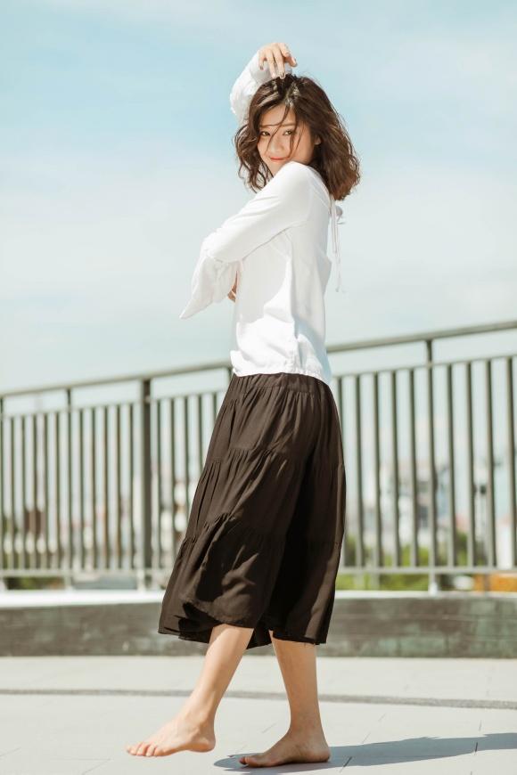 Hoàng Yến Chibi đi chân trần, hóa vũ công đẹp mơ màng giữa nắng hè-16