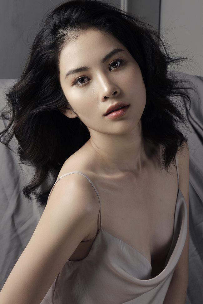 Thót tim ngắm Elly Trần, bạn gái Noo Phước Thịnh diện váy ngủ chưa chạm đã rơi-9