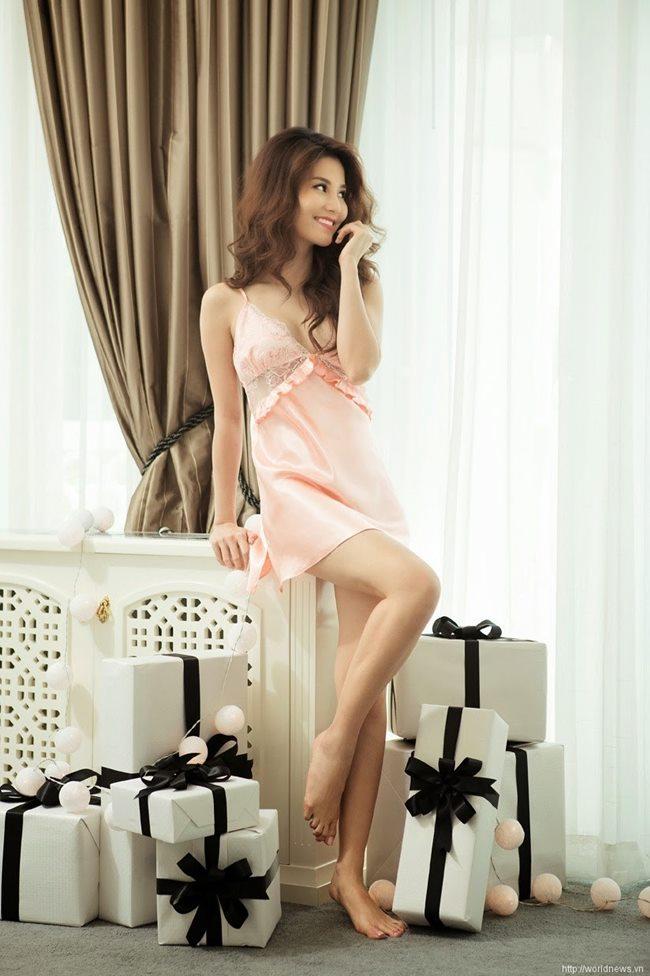 Thót tim ngắm Elly Trần, bạn gái Noo Phước Thịnh diện váy ngủ chưa chạm đã rơi-3
