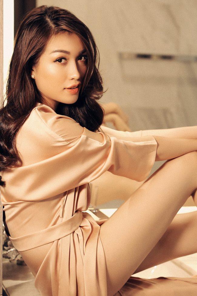 Thót tim ngắm Elly Trần, bạn gái Noo Phước Thịnh diện váy ngủ chưa chạm đã rơi-7