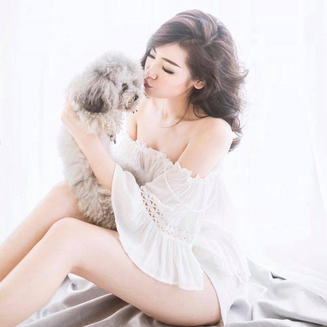 Thót tim ngắm Elly Trần, bạn gái Noo Phước Thịnh diện váy ngủ chưa chạm đã rơi-1