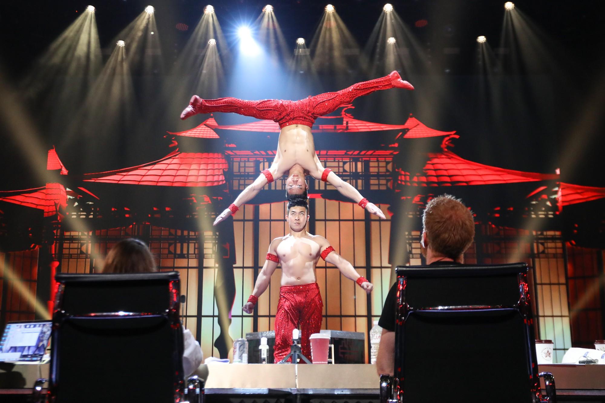 Đây là khoảnh khắc Quốc Cơ - Quốc Nghiệp khiến khán giả thót tim tại Bán kết Got Talent!-1