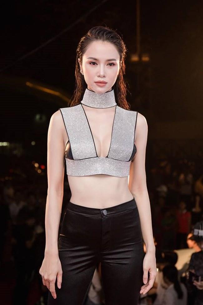 Những trang phục gây hiểu lầm nghiêm trọng của người đẹp Vũ Ngọc Anh-12