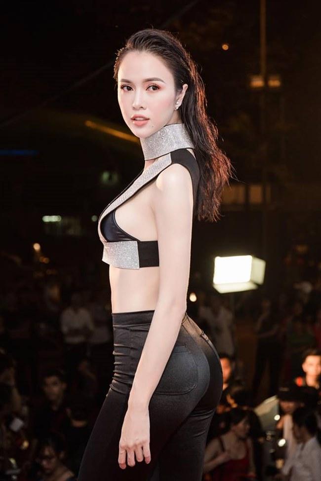 Những trang phục gây hiểu lầm nghiêm trọng của người đẹp Vũ Ngọc Anh-13