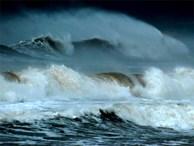 Hơn 2.000 du khách bị kẹt ở đảo Lý Sơn do thời tiết xấu