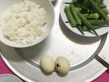 Gửi 5 triệu đồng nhờ mẹ chồng mua đồ ăn, dâu trẻ ở cữ vẫn ăn 2 trứng 1 rau mỗi ngày