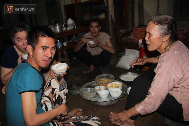 Cuộc sống của người mẹ 79 tuổi nuôi 6 đứa con tâm thần ở Phú Thọ giờ ra sao?-3