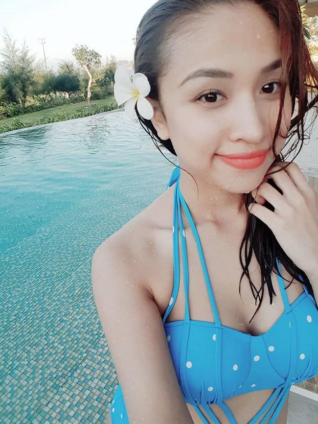Hot girl Mì Gõ, Midu, Elly Trần mặc áo tắm hot hơn đàn em 9X-8