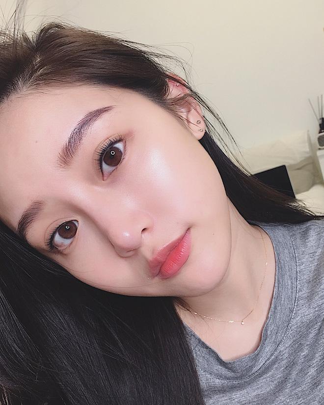 Con gái Hàn da đẹp mịn mướt là nhờ đắp thêm 2 miếng bông tẩy trang trước khi đánh kem nền hoặc cushion-3