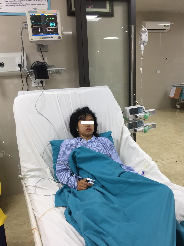 Mẹ tự mua thuốc và truyền dịch cho con ốm khiến trẻ suýt mất mạng-1