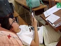 Nữ sinh bị tai nạn, chấn thương cột sống, phải vừa nằm vừa làm bài thi tuyển sinh vào lớp 10