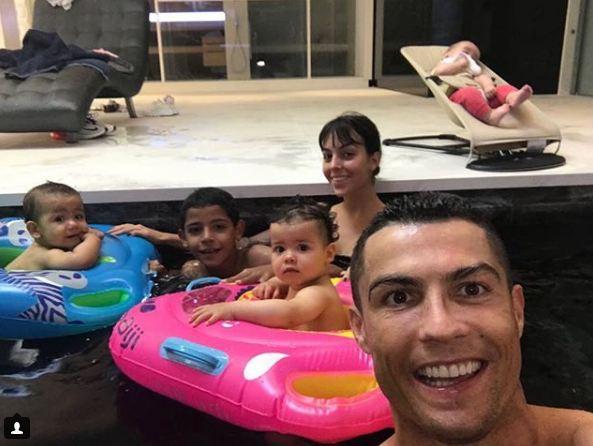 Mateo - Eva đáng yêu trong tiệc thôi nôi, nhưng ông bố nổi tiếng Ronaldo lại vắng mặt-3