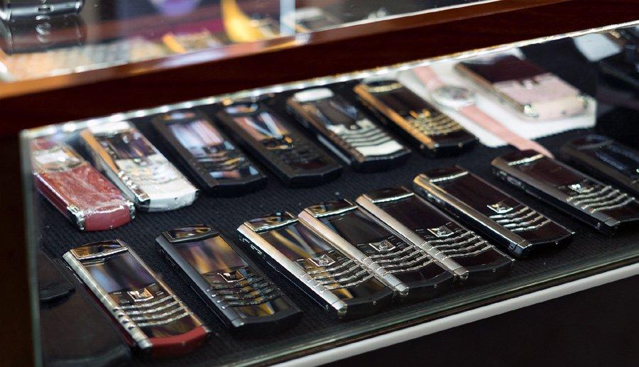 Hiếm có Việt Nam: Tay chơi sưu tập bộ điện thoại Vertu chục tỷ-1