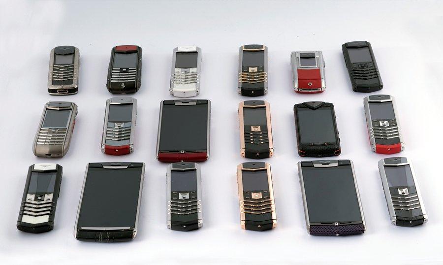 Hiếm có Việt Nam: Tay chơi sưu tập bộ điện thoại Vertu chục tỷ-8