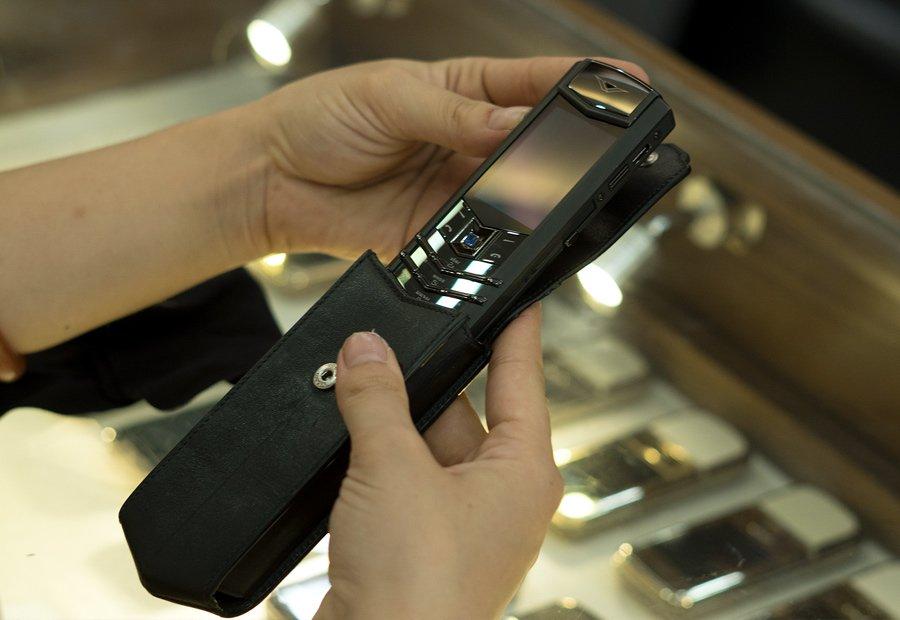 Hiếm có Việt Nam: Tay chơi sưu tập bộ điện thoại Vertu chục tỷ-12