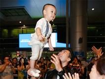 Màn diễn xiếc của con trai Quốc Nghiệp mới 1 tuổi ở sân bay 'gây sốt'