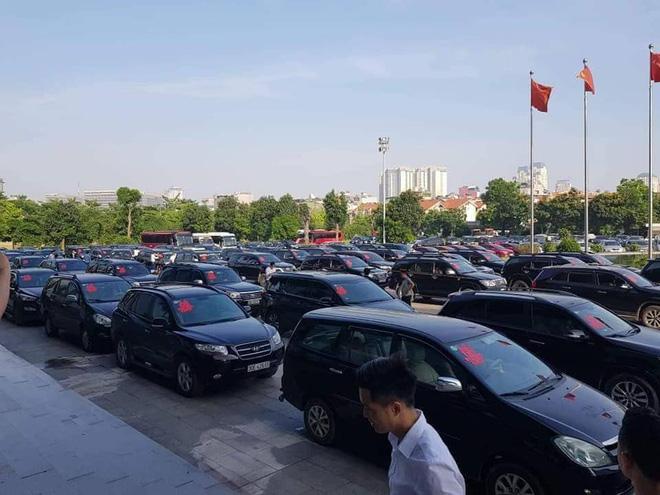 Xôn xao đám cưới siêu khủng: Đãi khách toàn tôm hùm, cua hoàng đế, đón dâu bằng gần 200 chiếc ô tô-6