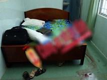Cô gái gào thét bên bạn trai bê bết máu trong phòng khách sạn