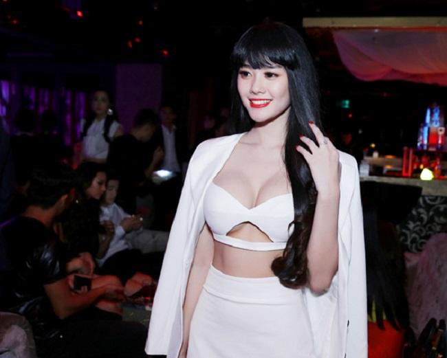 Dàn mỹ nhân Việt mặc mốt lộ chân ngực: Ai soán ngôi được Thanh Bi?-6