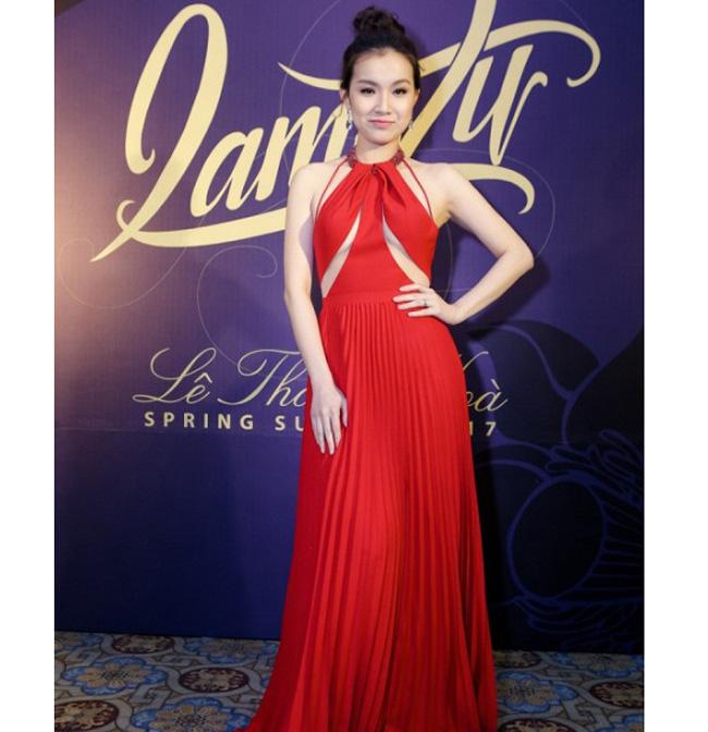 Dàn mỹ nhân Việt mặc mốt lộ chân ngực: Ai soán ngôi được Thanh Bi?-15