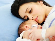 Con vừa tròn tháng đã hay tin bồ nhí của chồng cũng sắp sinh, cô vợ trẻ uất nghẹn hỏi chị em: Nên giữ hay buông?